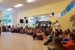 """ERASMUS + - """"Dzień Grecki w ZSTE w Skawinie"""" - podczas dnia otwrtego promowaliśmy nasz projekt: """"Od teorii do praktyki przez staże zagraniczne"""" - goście ze szkół skawińskich."""