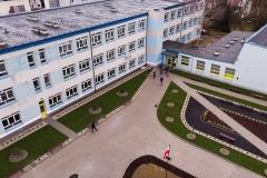 plac przed szkołą (z góry)